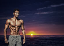 体育运动 年轻肌肉男性的图象 免版税图库摄影