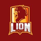 体育队的现代专业商标 狮子吉祥人 狮子,在红色背景的传染媒介标志 向量例证