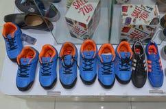 体育鞋子待售 免版税库存照片