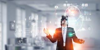 体验虚拟现实 混合画法 库存图片