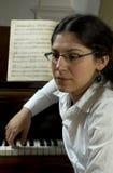 体贴的钢琴老师 图库摄影