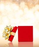 任何场合的被打开的礼物盒背景与拷贝空间 库存图片