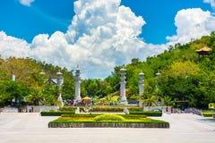 佛教公园、露天场所、许多雕象和美好的地方在三亚海岛上  免版税库存图片