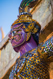 佛教卫兵马赛克五颜六色的雕象在泰国 免版税库存图片