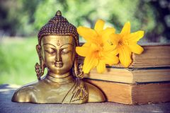 佛教和凝思 菩萨雕塑 库存图片