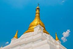 佛教塔在一个小镇实皆,缅甸 免版税库存图片