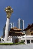 佛教大厦朝向现代古庙 免版税库存照片