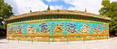 佛教天堂寺庙给上釉的拱道  免版税库存照片