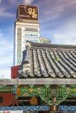 佛教寺庙在市中心 免版税库存图片