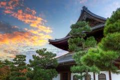 佛教寺庙在秋天期间的京都 库存照片