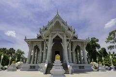 佛教寺庙在蓝天下 库存图片