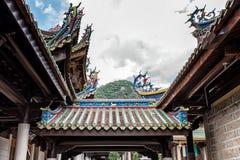 佛教寺庙瓦和房檐 免版税库存图片