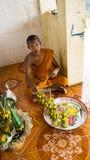 佛教寺庙的年轻修士 库存照片