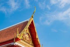 佛教寺庙的美丽的艺术屋顶,泰国 免版税库存图片