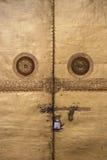佛教寺庙的门在旺杜波德朗,不丹,被挂锁了 库存照片