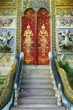 佛教寺庙的门在清迈,泰国 图库摄影