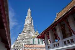 佛教寺庙黎明寺在曼谷 免版税图库摄影