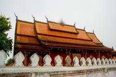 佛教寺庙 角度高屋顶寺庙 老挝 老挝 免版税图库摄影