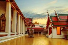 佛教寺庙Wat Saket在曼谷 日落 免版税库存照片