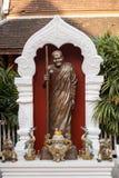 佛教年长人修士雕象,清迈,泰国 免版税库存图片