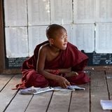 佛教矮小的修士 免版税库存图片