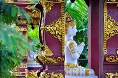 佛教祷告在泰国-雕象 免版税库存照片