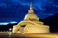 佛教装饰的印度ladakh leh纪念碑壁画明亮地绘了shanti stupa空白 免版税图库摄影