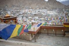 佛教西藏祷告旗子五颜六色的旗子 免版税库存照片
