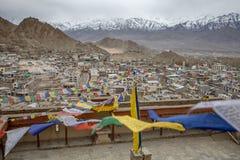 佛教西藏祷告旗子五颜六色的旗子 免版税图库摄影