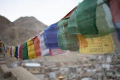 佛教西藏祷告旗子五颜六色的旗子 库存图片