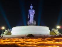 佛教轻的挥动的礼拜式 免版税图库摄影