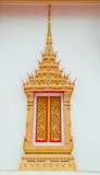 佛教金黄寺庙视窗 库存图片