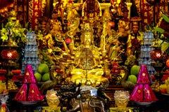 佛教雕象和奉献物 库存照片