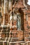 佛教雕象在Wat Mahathat在阿尤特拉利夫雷斯,泰国 免版税库存照片
