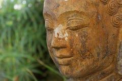 佛教雕象的面孔本质上-庭院装饰 库存图片