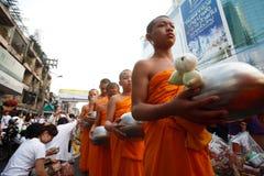 佛教食物产生修士课程人 库存图片