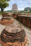 佛教Dhamek stupa在鹿野苑,在瓦腊纳西附近,印度 库存照片