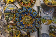 佛罗伦丁的陶瓷在艺术商店待售 免版税库存图片