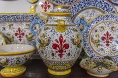 佛罗伦丁的陶瓷在艺术商店待售 免版税库存照片