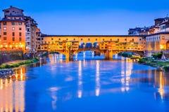 佛罗伦萨、托斯卡纳、意大利- Ponte Vecchio和Palazzo Vecchio 免版税图库摄影