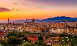 佛罗伦萨、Palazzo Vecchio和佛罗伦萨中央寺院日落视图  免版税库存图片