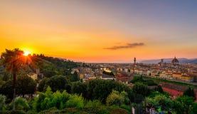 佛罗伦萨、Ponte Vecchio, Palazzo Vecchio和佛罗伦萨中央寺院日落视图  免版税库存照片