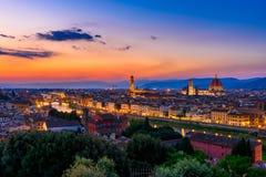 佛罗伦萨、Ponte Vecchio, Palazzo Vecchio和佛罗伦萨中央寺院日落视图  免版税库存图片