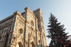 佛罗伦萨中央寺院和圣诞树 库存照片