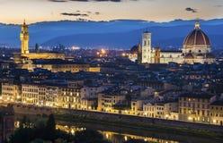 佛罗伦萨中央寺院在晚上打开 库存图片
