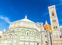 佛罗伦萨中央寺院,Cattedrale二圣玛丽亚del菲奥雷,花大教堂的圣玛丽大教堂有钟楼的 免版税库存照片