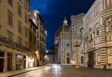 佛罗伦萨中央寺院 大教堂del惊人地详述二外部著名fiore佛罗伦萨地标玛丽亚多数晚上圣诞老人 库存照片