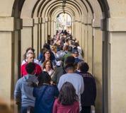 佛罗伦萨充分城市游人-繁忙的银行亚诺河-佛罗伦萨/意大利- 2017年9月12日 免版税库存图片