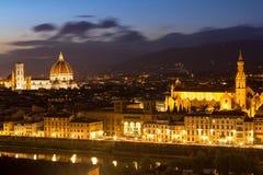 佛罗伦萨全景视图在日落以后的从Piazzale Michelangel 免版税图库摄影
