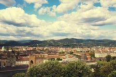 佛罗伦萨全景,大教堂圣玛丽亚台尔菲奥雷和大教堂二三塔Croce从Piazzale米开朗基罗 库存照片